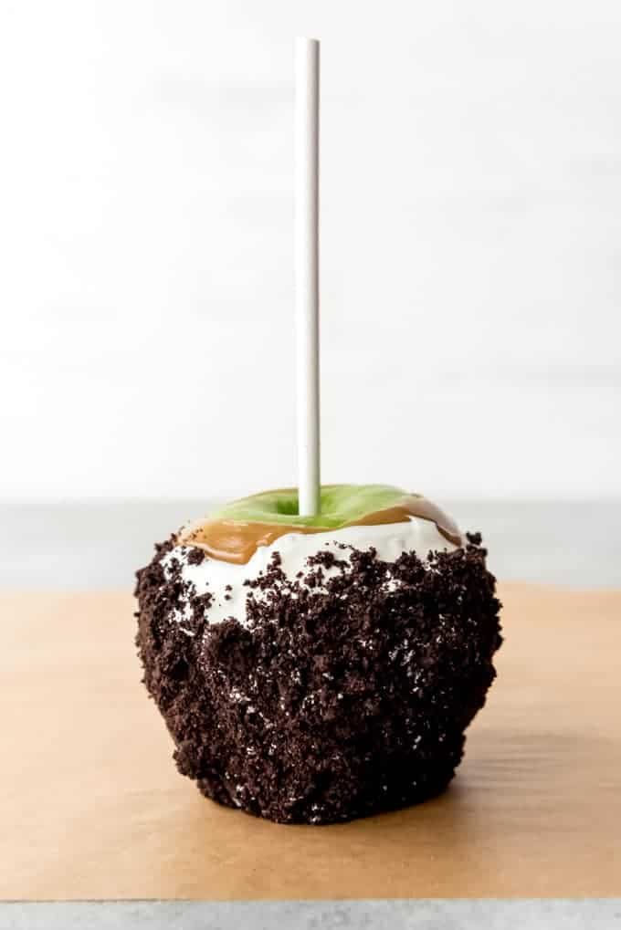 An image of an Oreo caramel apple.