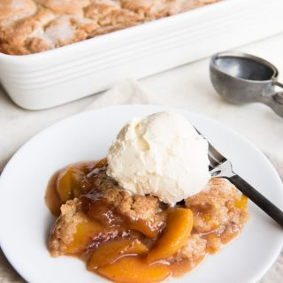 Fresh Peach Cobbler à la Mode