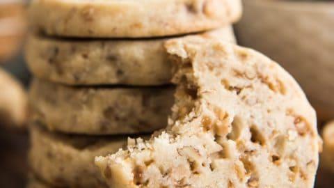 Toffee Pecan Shortbread Cookies | #ChristmasCookies