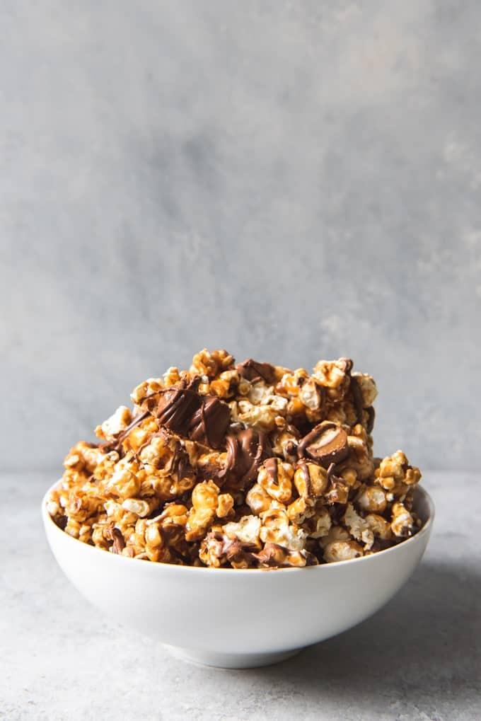 An image of a bowl of Twix caramel popcorn.