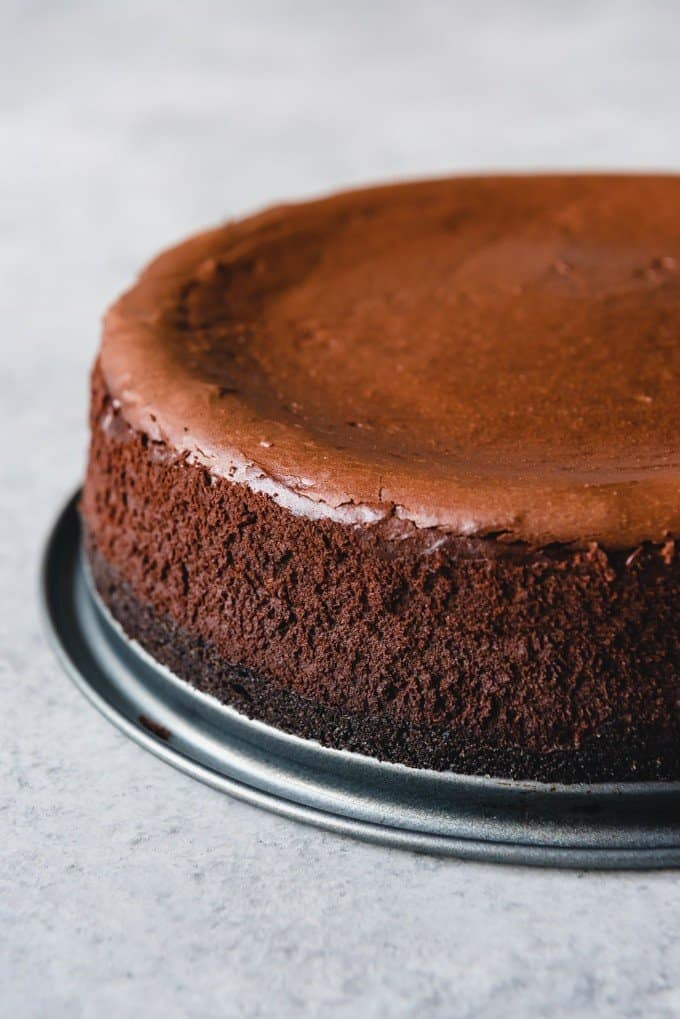An image of a chocolate cheesecake with no cracks.