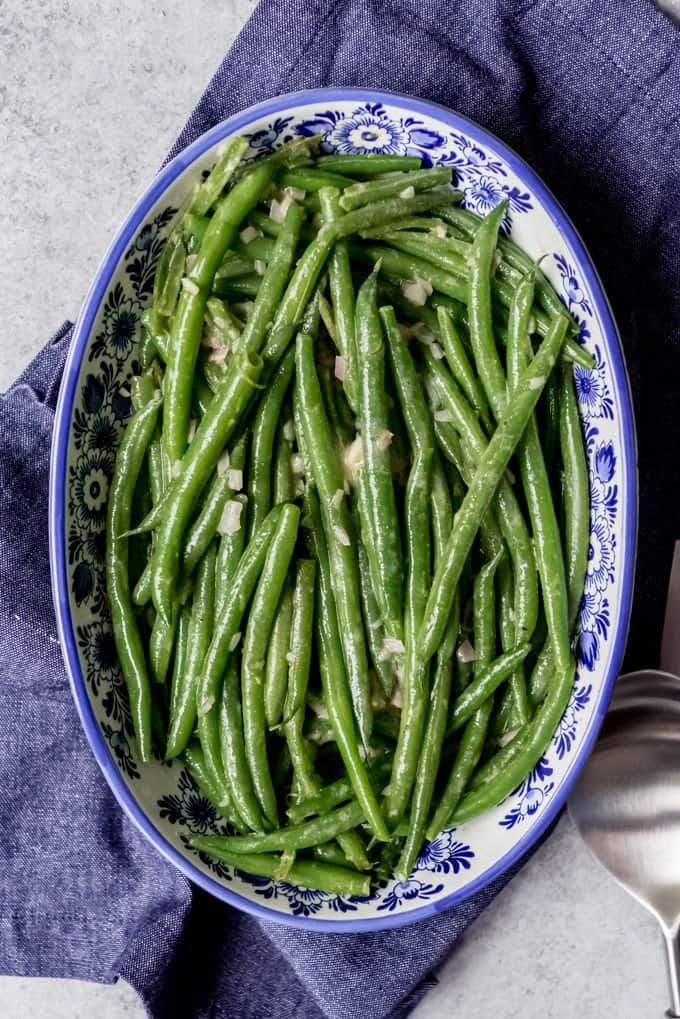 An image of haricot verts in a blue and white serve bowl.