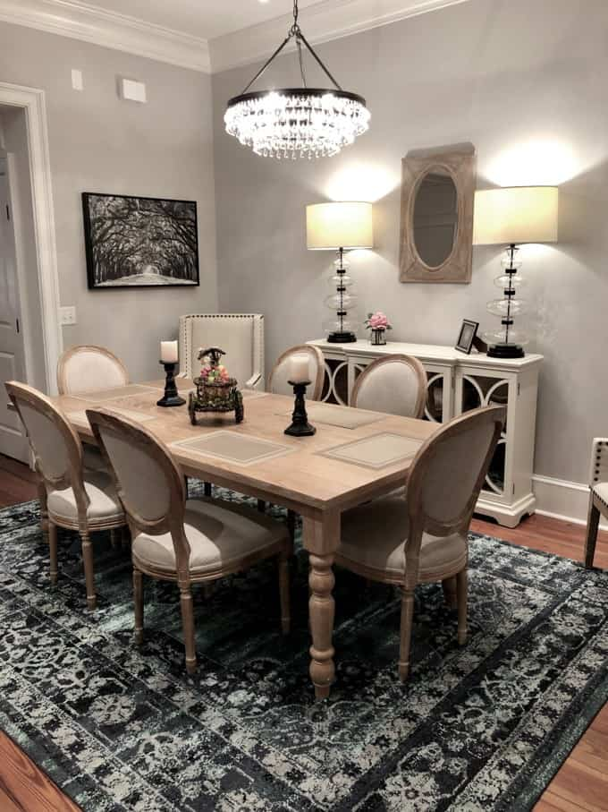 An image of the dining room of a vacation rental home in Savannah's Historic District.