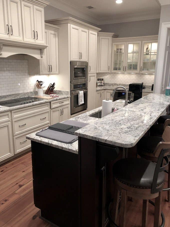 An image of the kitchen in a vacation rental home in Savannah, Georgia.