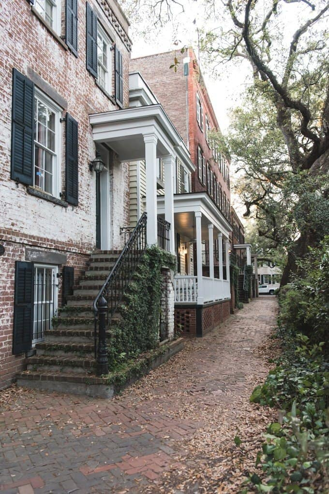 An image of the homes on Jones Street in Savannah, Georgia.
