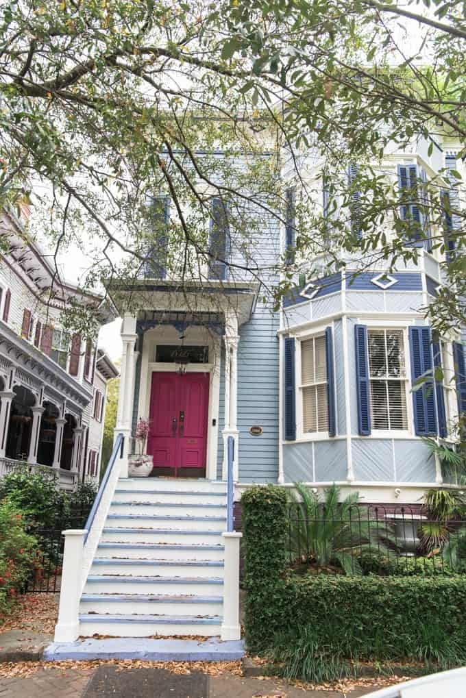 An image of a blue house with a pink door in Savannah's historic district.