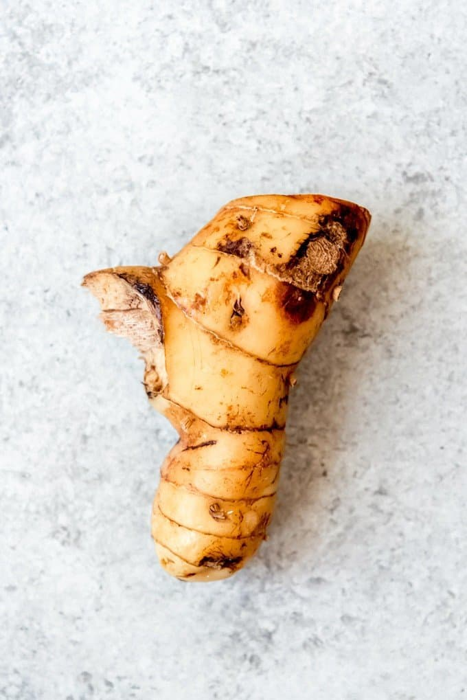 An image of galangal or galanga root.