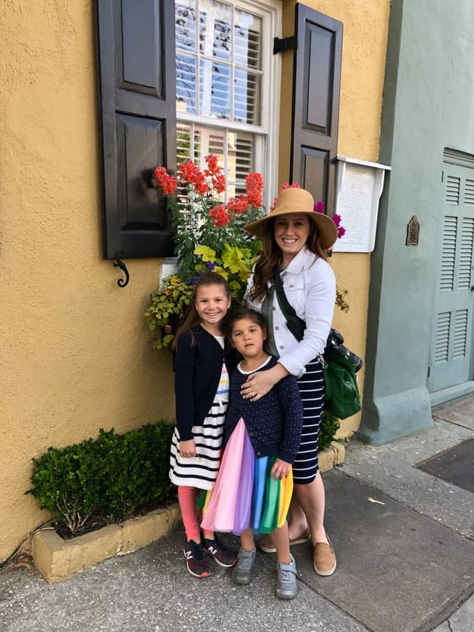 An image of a mom and her two young daughters on Rainbow Row in Charleston, South Carolina.