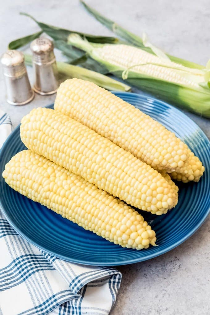An image of ears of boiled corn on the cob.