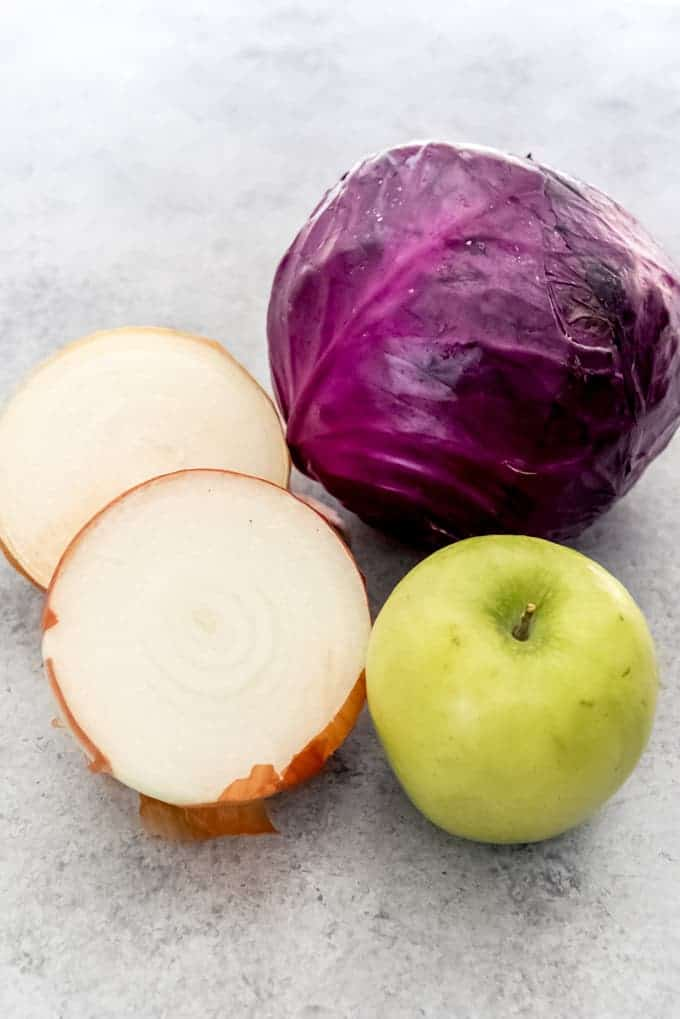 An image of onion, red cabbage, and green apple.