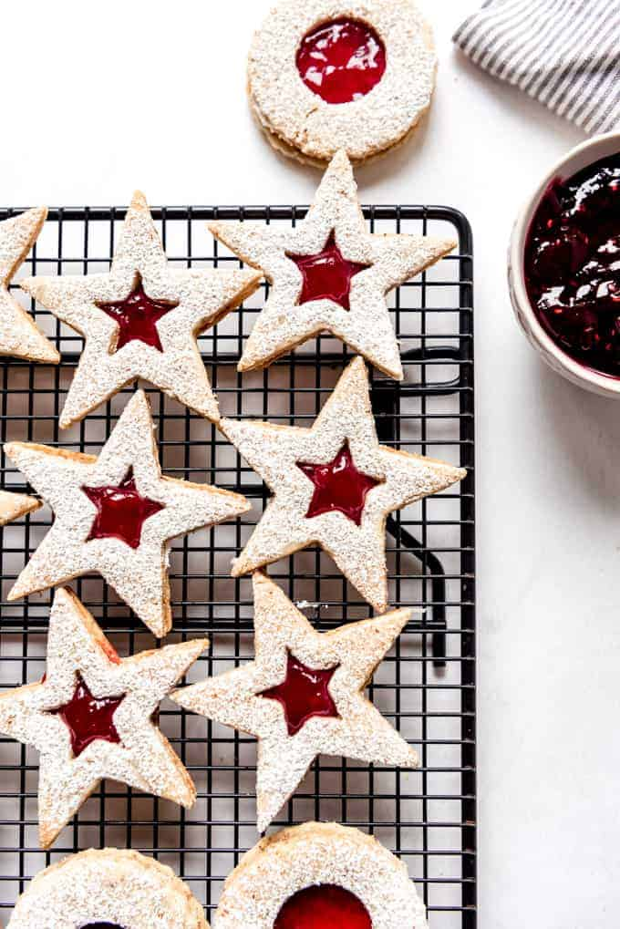 An image of Austrian linzer cookies on a cooling rack.