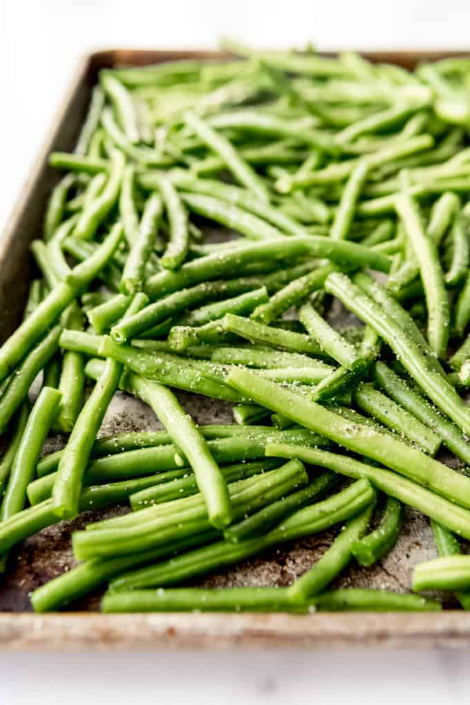 An image of fresh green beans before being roasted in the oven.