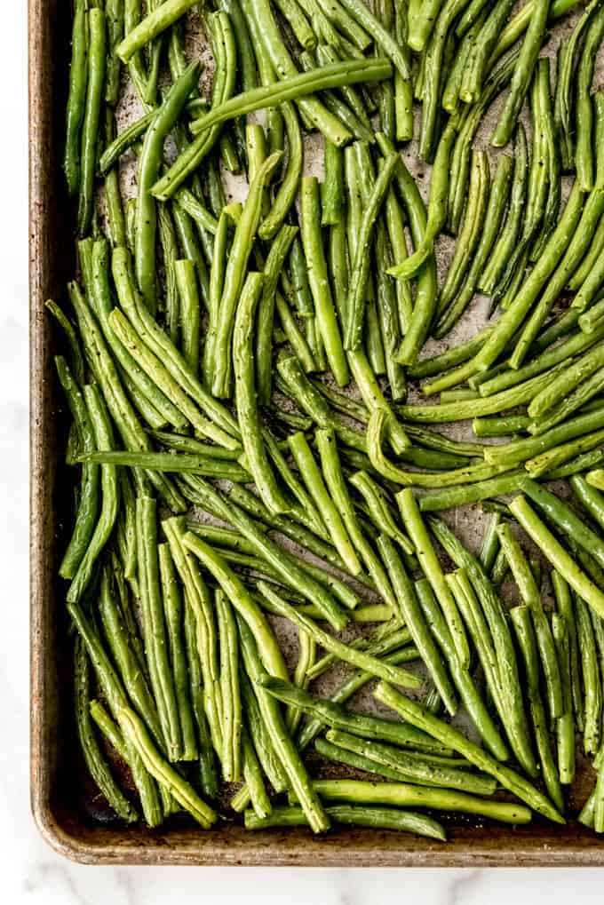Another closer image of fresh green beans that have been roasted in the oven.