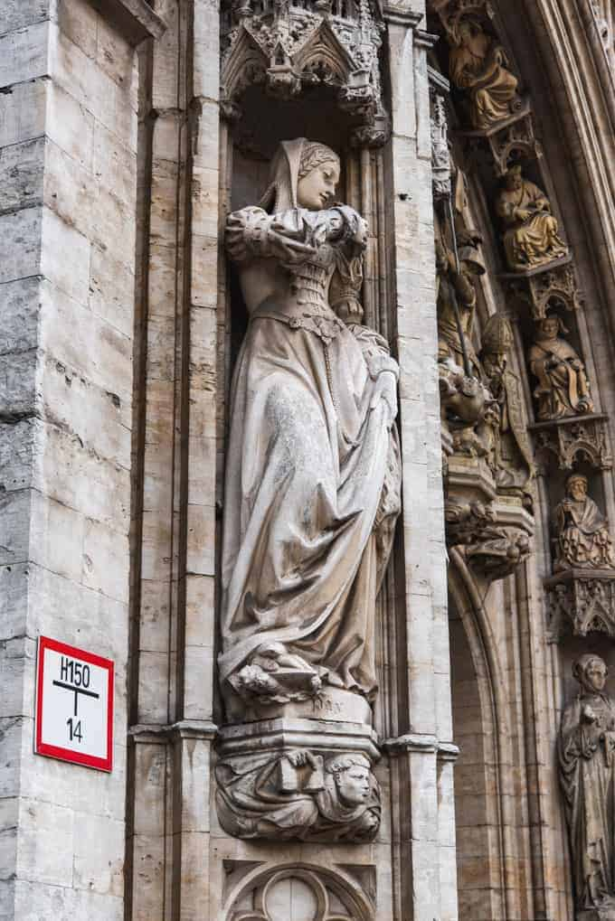 An image of a statue of a woman on the town hall in Brussels.