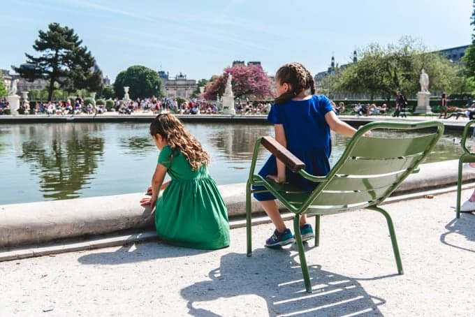 An image of children in front of a pond in the Tuileries Gardens.