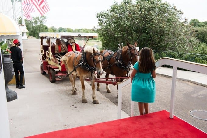 A horse-drawn taxi pulling up to the Grand Hotel.
