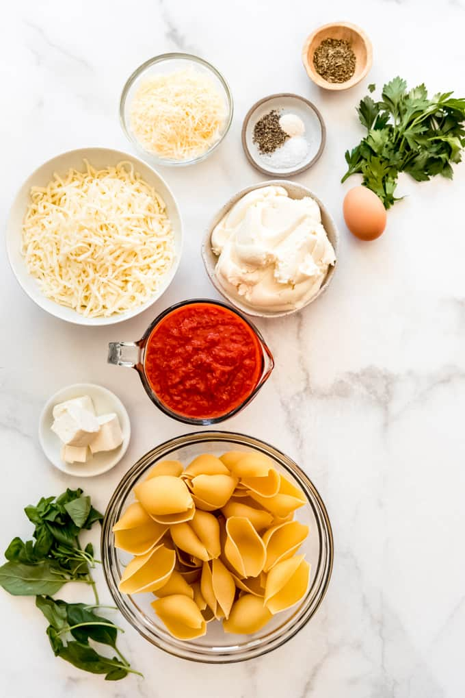 ingredients for spinach and ricotta pasta shells