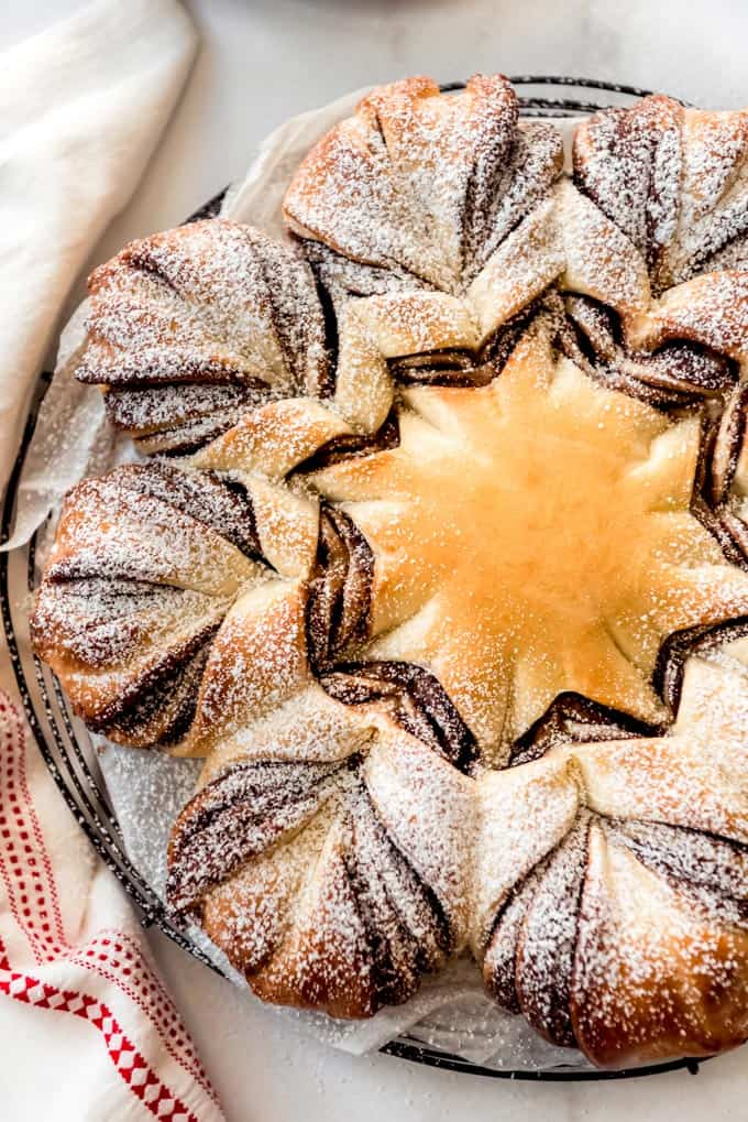 Star bread filled with nutella.
