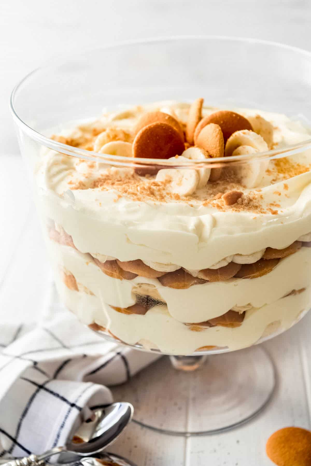 Magnolia Bakery Banana Pudding in trifle dish topped with Nilla wafers and bananas